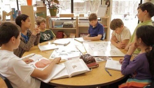 Kommunikasjon er viktig for at kooperativ læring skal fungere.