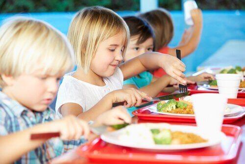 Det finnes mange sunne alternativer i skolens kantine.