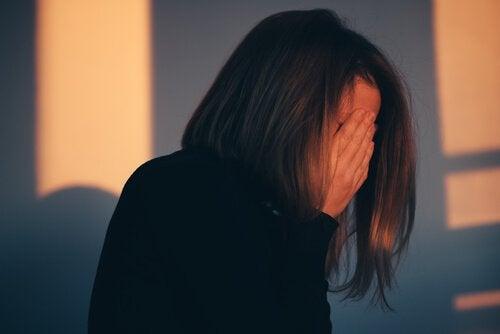 En kvinne føler seg skyldig