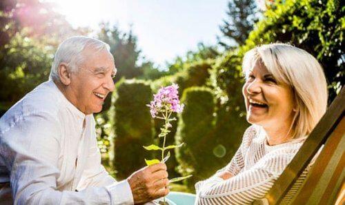 Et eldre, lykkelig par