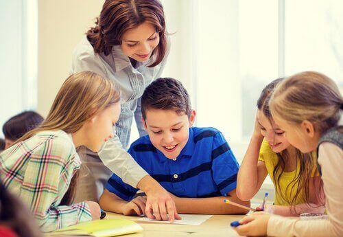 Gode insentiver i utdanning fører til bedre karakterer og forestillinger