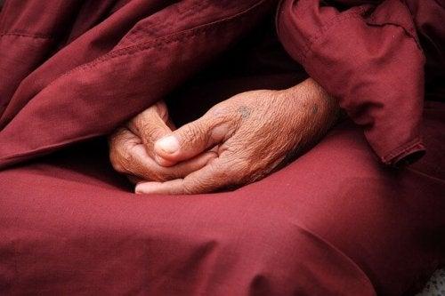Hendene til en munk