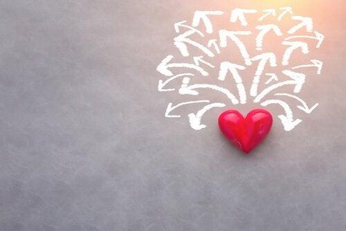 Hjerte med piler som representerer agamy