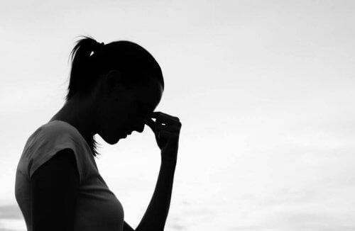 Kvinne som har frykter å bli kritisert