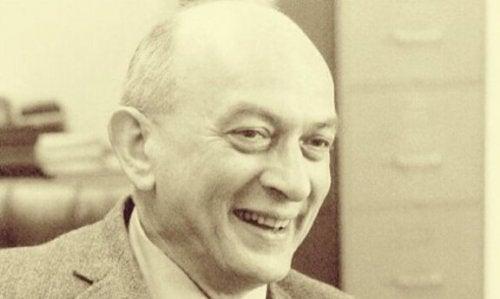 Solomon Asch: En av pionerene for sosialpsykologi