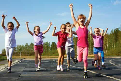 Hvorfor bør barn holde på med en sport?
