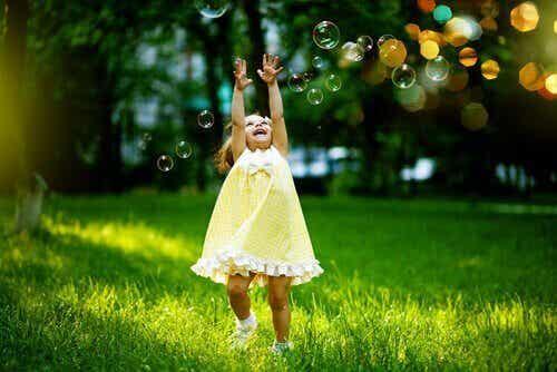 Finn ut hvordan du gjør et barn til en emosjonell ekspert