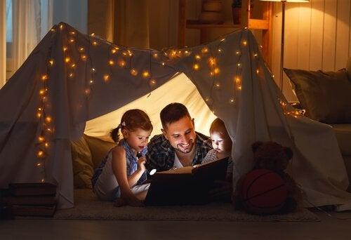 far leser fortellinger til barna