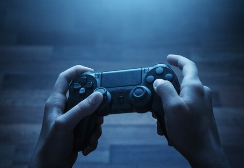 Gutt som spiller