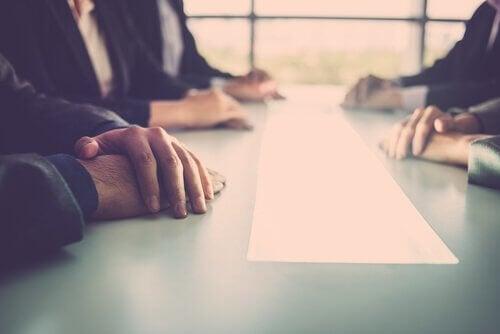 Kolleger i et møte.