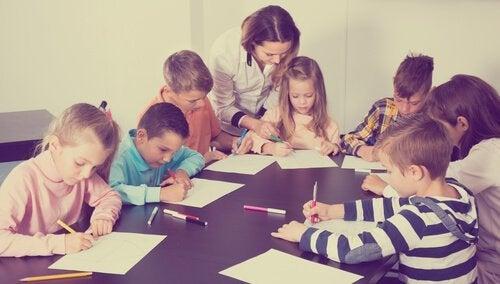 Kontroll i klasserommet letter læring.