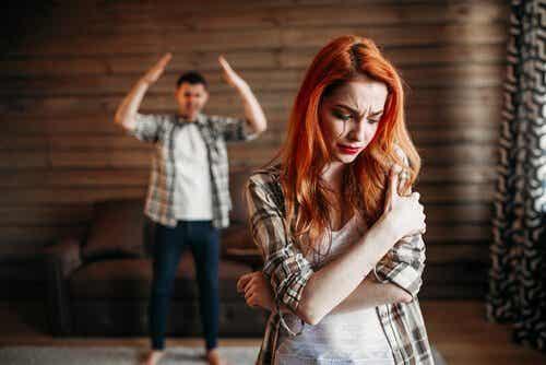 Vold hos unge par: Hvorfor blir det mer av det?