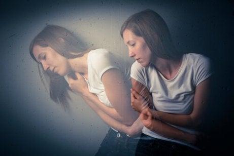En kvinne opplever traumer