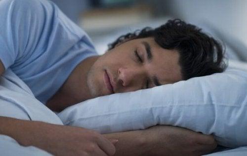 Mann som sover.