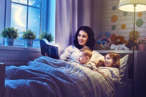 mor leser før sovetid