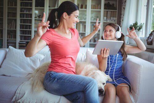 mor styrker forholdet med datteren gjennom dans