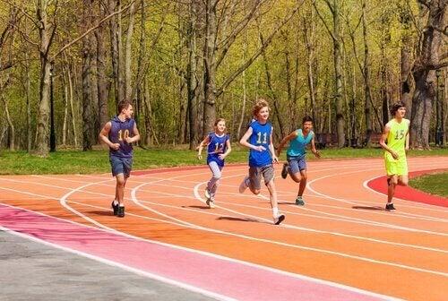 Når barn har en sport lærer de engasjement.
