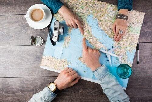 Par ser på kart - utrettelige reisende
