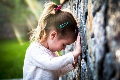 Et av symptomene på patologisk sorg er å unngå steder og ting relatert til den avdøde.