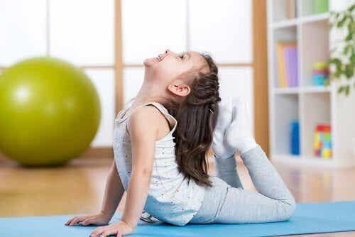 Yoga for barn: 5 enkle stillinger å begynne med