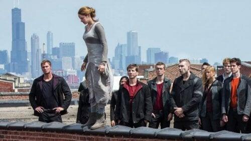 Tilskuereffekten: Kvinne hopper fra bygning