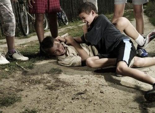 Gutter slåss