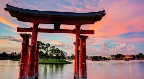 Dødens opprinnelse etter japansk mytologi er funnet i en nysgjerrig legende om etableringen av Japan.