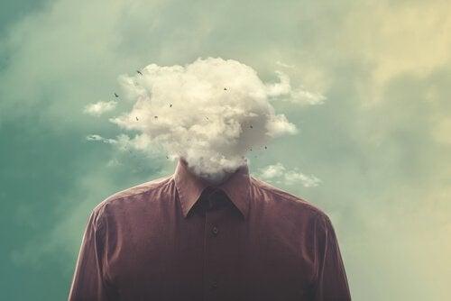 En fyr med hodet av skyer.