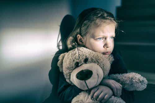 Reaktiv tilknytningsforstyrrelse: Det forsømte barnet