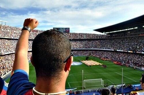 Fotball fans jubler.