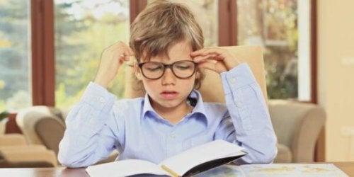 Fordeler og ulemper ved å gi barn lekser