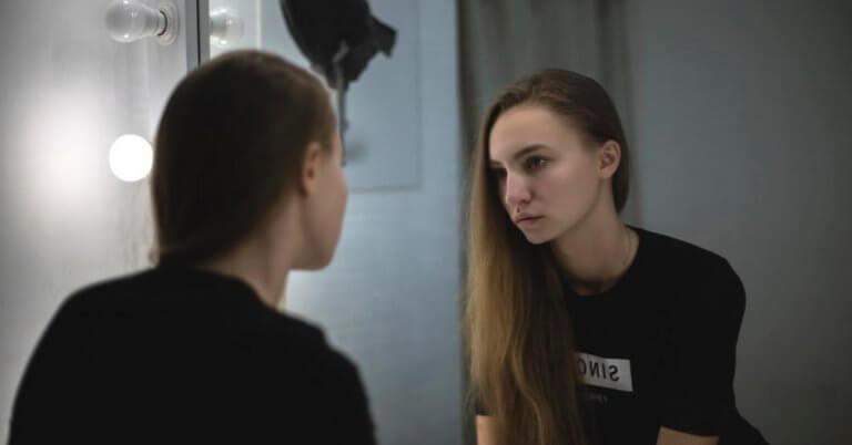 Eksponeringsterapi med speil: Hva går det ut på?