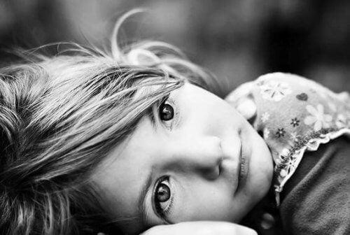 Dårlige foreldre kan føre til en reaktiv tilknytningsforstyrrelse
