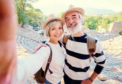 Middelaldrende mennesker er ofte lykkeligst