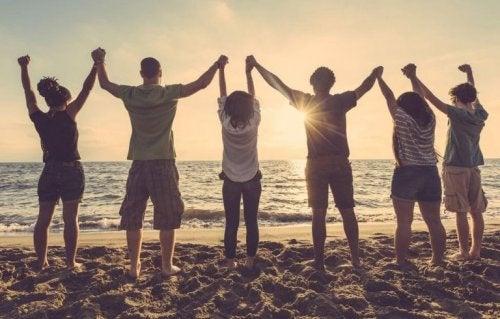 Venner på stranden.