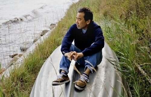 Haruki Murakami ved sjøen.