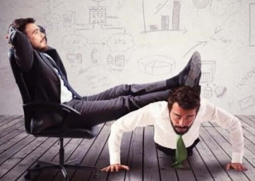 Det er utrolig slitsomt å ha en inkompetent sjef eller leder.