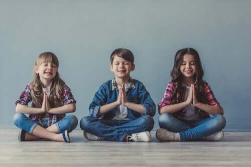 Lære barn å meditere.