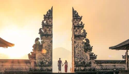 Personer ved tempel