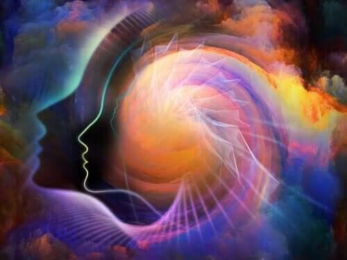 En illustrasjon som viser forskjellige konturer av hoder med en spiralaktig, fargerik, sky i bakgrunnen.