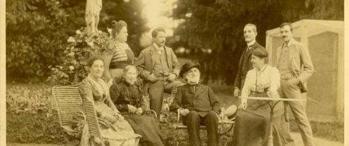 Giuseppe Verdi poserer med familien.
