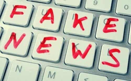 Noam Chominsky om falske nyheter og postfaktuell politikk