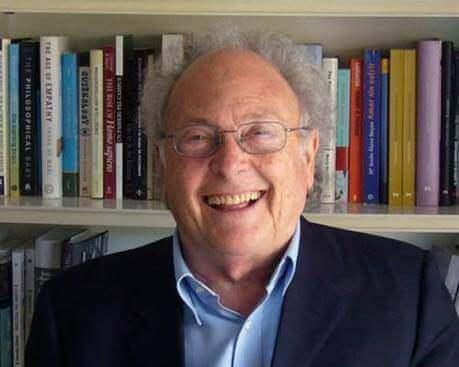 En eldre, men fortsatt smilende Eduard Punset