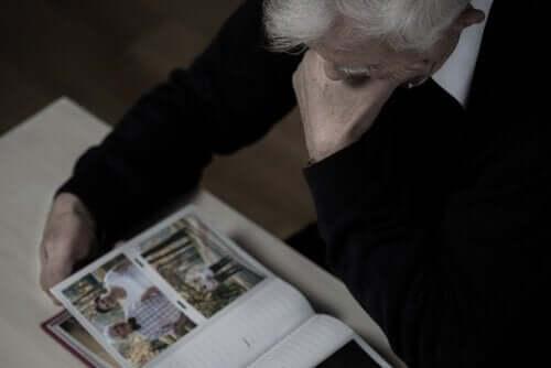 Reminisens terapi er en ikke-farmakologisk behandling som lar pasienter gjenoppleve gamle minner.