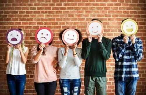 Teorien om sosiometer tilsier at følelsene er en indikator på endringen i sosiale forhold.