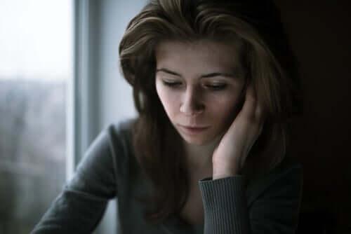 Bekymret kvinne