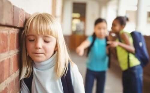 Jente blir mobbet på skolen