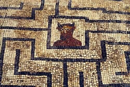 Daidalos var arkitekten bak den berømte labyrinten. fra gresk mytologi