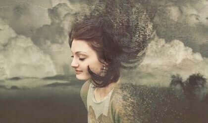 En tegning av en kvinne som omringes og langsomt blir en del av en grå himmel.