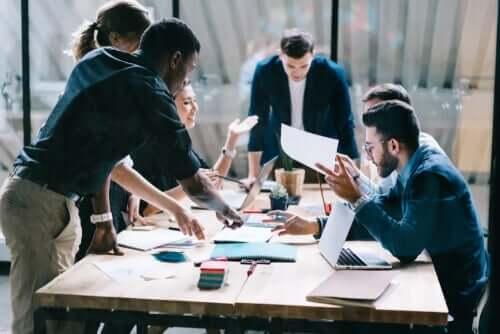 Bruk av bedriftspsykologi er en del av mange moderne arbeidsplasser.